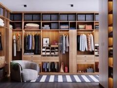 衣柜选择木工现场打还是全屋定制?